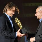 Aldo Albano Fitel premia David Orlandelli Storyborad Artist per il film IL TRADITORE