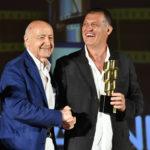 FRanco Mariotti Vice Presidente SNGCI premia Stefano Borbidelli Miglior Attrezzista per il film IL PRIMO NATALE
