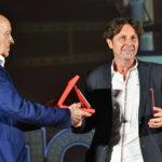 Franco Mariotti premia lattrezzista Riccardo Passanisi per la fiction IL NOME DELLA ROSA