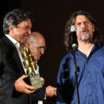 Gianluca Leurini vice Presidente de La Pellicola dOro premia il Capo Macchinista Fabio Fumelli per il film IL TRADITORE