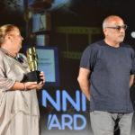 Tizia Diamante con il produttore Riccardo Neri ritira il premio speciale per Roberto Diamanti