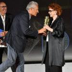 il presidente dellAnica Francesco Rutelli premia alla carriera lattrice Giovanna Ralli