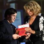 attore de OGNUNO E PERFETTO premiato da Silvia Costa
