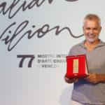 Dir della fotografia Gherardo Gossi ritira il premio del Dir. di Produzione Cristian Peritore per il film LE SORELLE MACALUSO